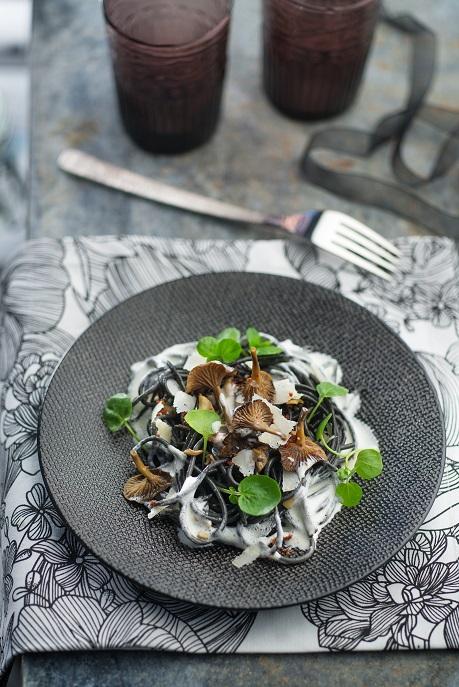 Spaghetti noir crème et champignons