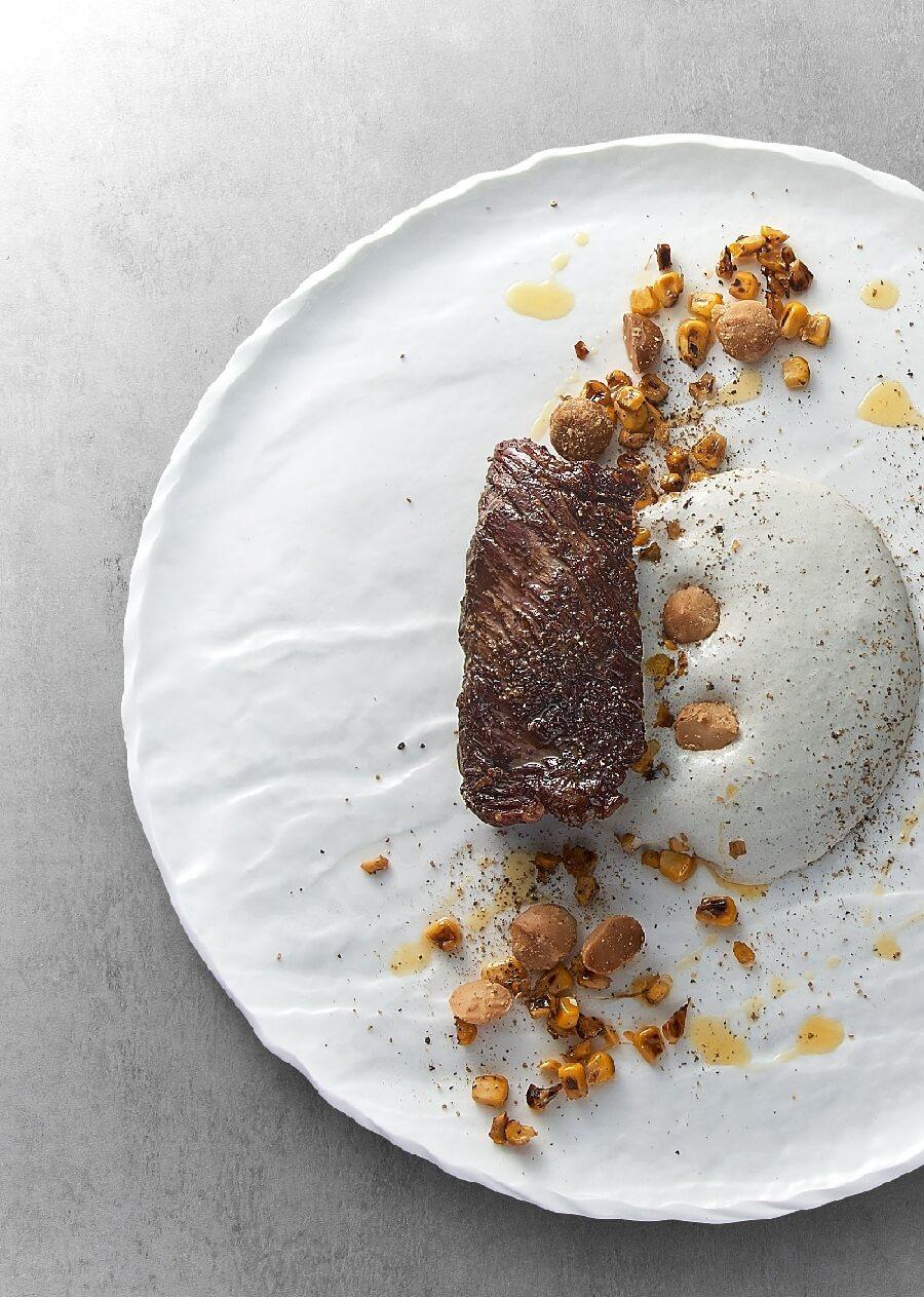 Bavette au siphon de Saint-Agur, macadamia et maïs grillé