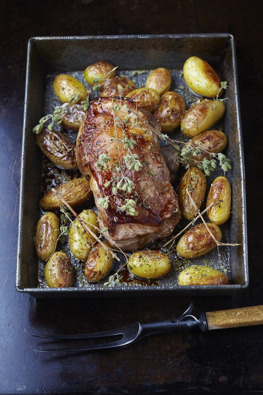 Selle d agneau r tie l origan pommes grenailles la peau - Sauce pour gigot d agneau au four ...