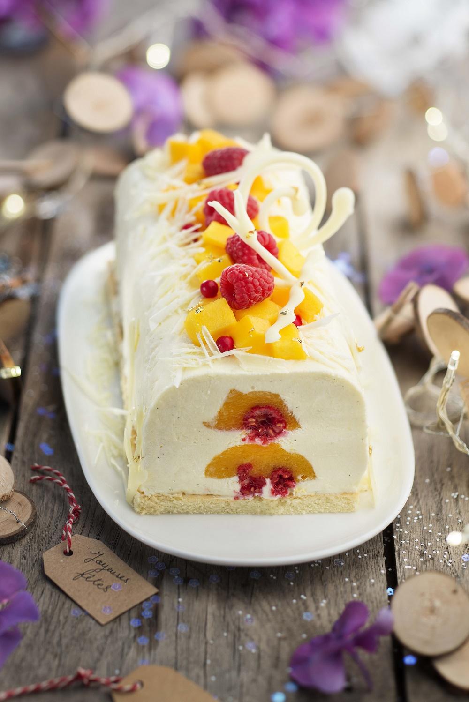 Bûche semi-glacée au chocolat blanc et cœur de fruits